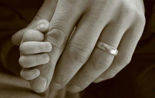 dad son hands - دست پسر در دست پدر