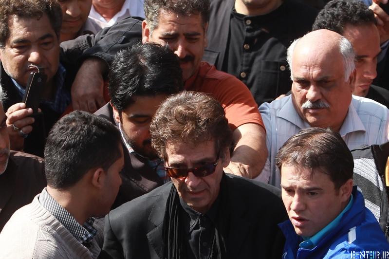 ابوالفضل پور عرب در مراسم خاکسپاری پیکر عسل بدیعی