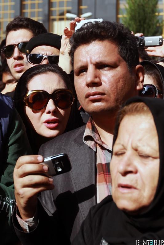 هانیه توسلی در در مراسم خاکسپاری پیکر عسل بدیعی