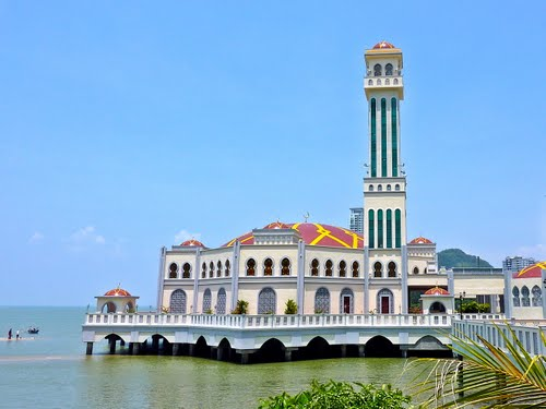 مطالب داغ:مسجدی که با جزر و مد آب بالا و پایین می شود