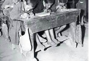 مدرسه های قدیمی-نیمکتهای سه نفری