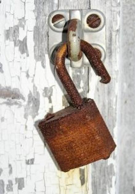 قفل  و دربهای چوبی