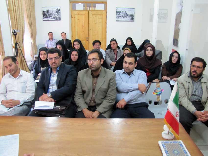 نشست بررسی حقوقی نقاط قوت و ضعف شوراهای حل اختلاف در تبریز