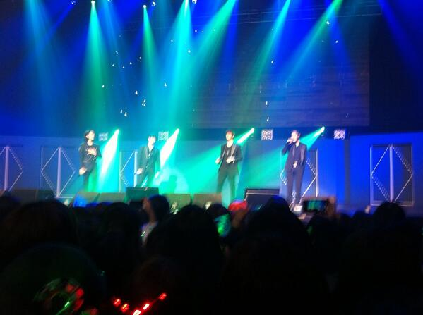 BXgHkOYCYAAm X8 YS concert