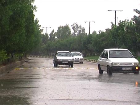 بارش باران و جاری شدن رودخانه فصلی