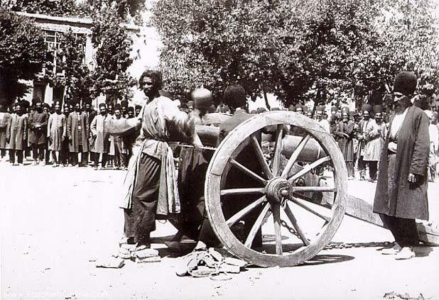 به توپ بستن مجرم در زمان قاجار.jpg