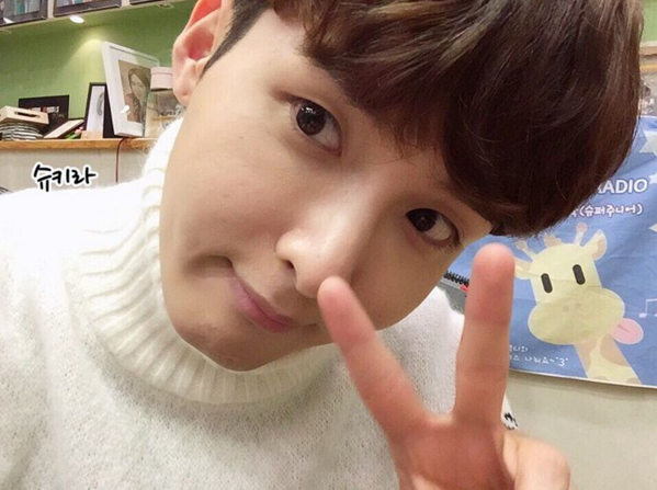 http://s1.picofile.com/file/8227470192/151210_Ryeowook_4_.jpg