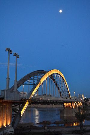 در کدام شهر ایران اولین پل معلق بنا شد؟
