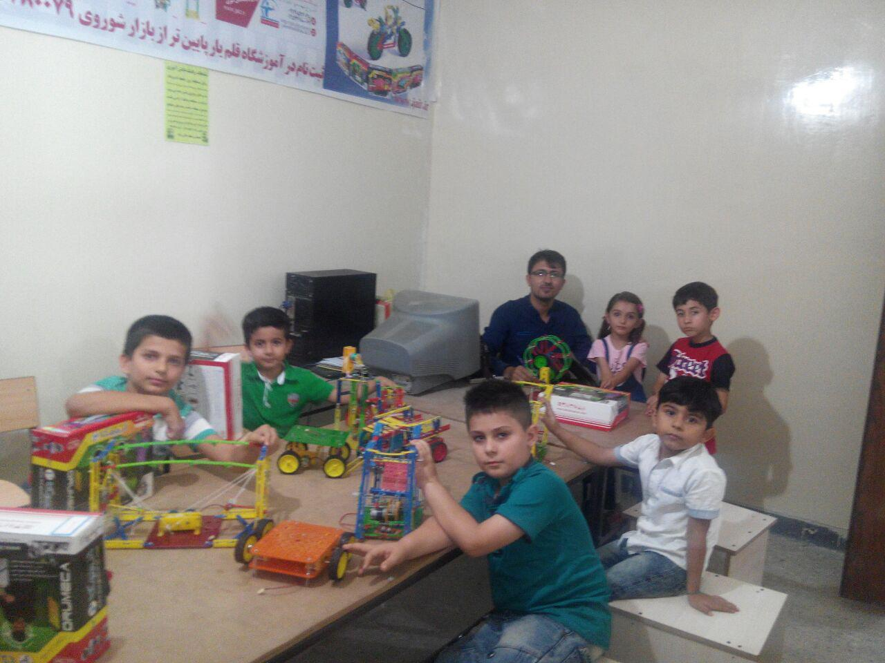 دانش آموزان رباتیک آموزشگاه قلم یار