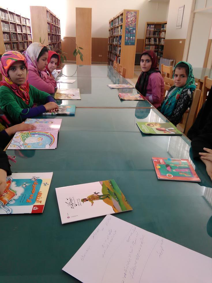نشست کتاب خوان تیر ماه 95 کتابخانه عمومی شهید باهنر گرماب
