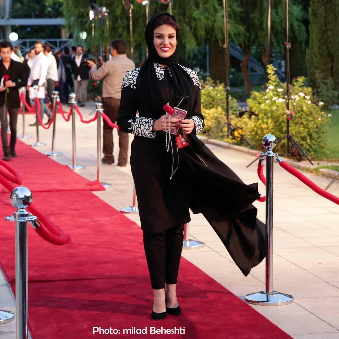 رز رضوی بر روی فرش قرمز شانزدهمین جشن حافظ