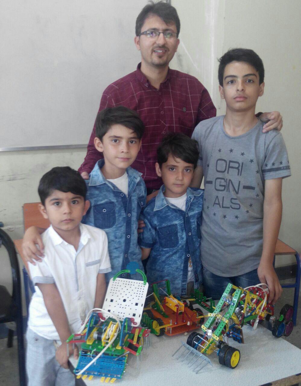 نفرات برتر رباتیک دانش آموزی شهرستان پارس اباد
