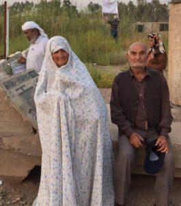 این پدر و مادر آذربایجانی به چه فکر میکنند؟