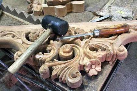 نام هنر کنده کاری روی چوب چیست؟