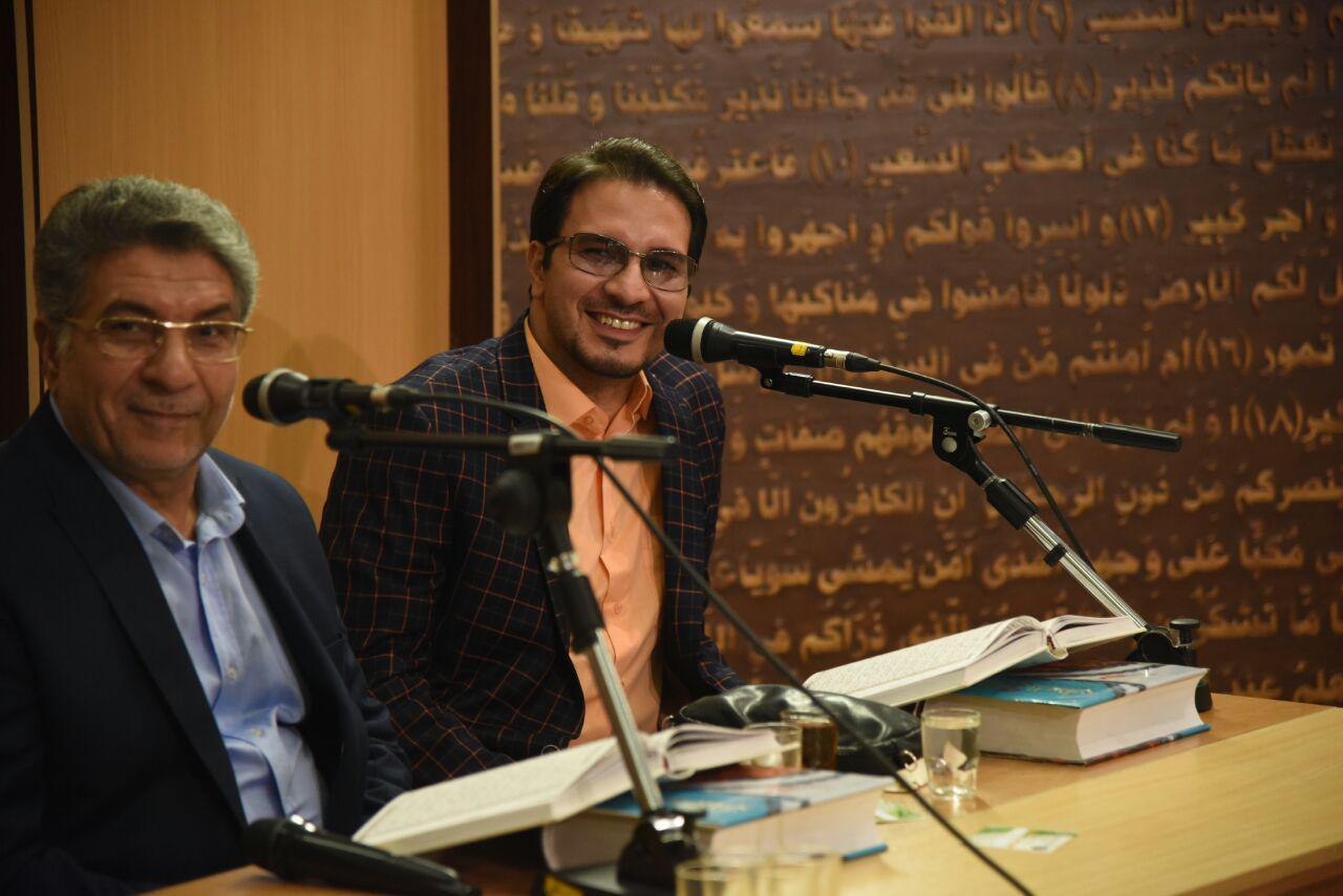 استاد حامد شاکرنژاد در کنار پدر