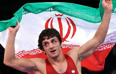 در المپیک اولین طلای کشتی فرنگی ایران توسط چه کسی گرفته شد؟