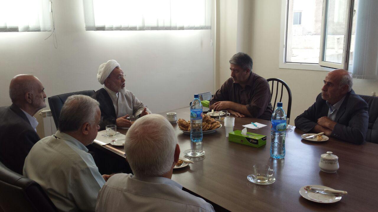 آیت الله دکتر هاشم هاشم زاده هریسی در نشستی با اعضای هیئت مدیره موسسه خیریه حمایت از مستمندان تبریز
