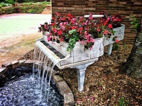 image دکوراسیون- فضای سبز- ساخت آبنما با استفاده از پیانو کهنه
