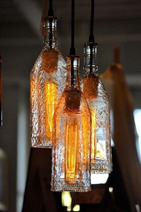 دکوراسیون داخلی- ساخت لوستر از شیشه قدیمی image