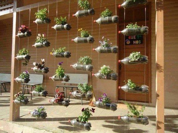 image ساخت گلخانه از بطری های پلاستیکی