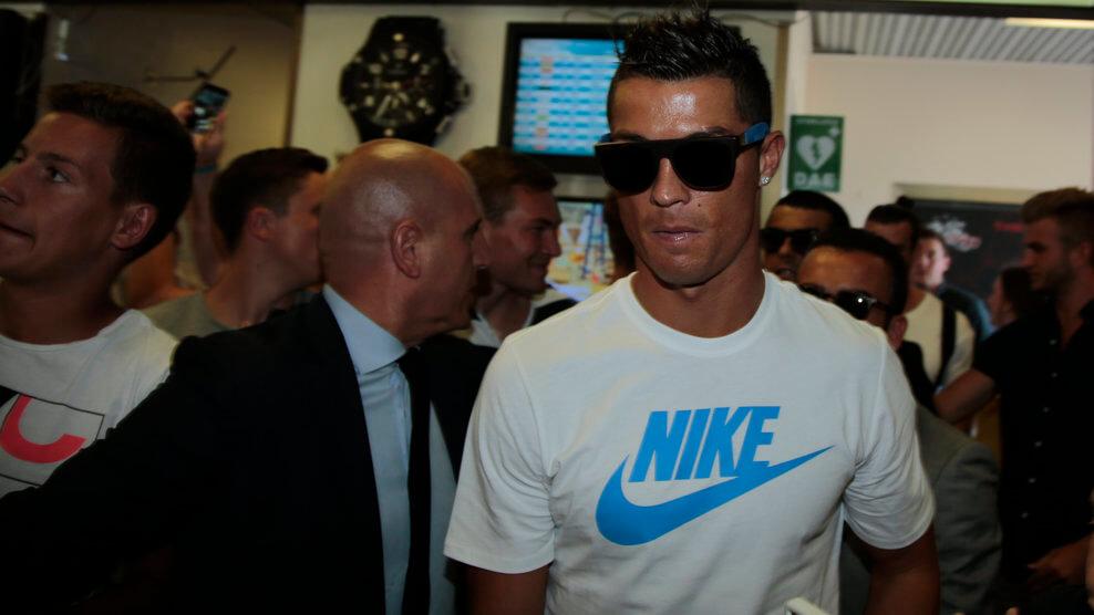 دانلود فیلم لحظه انتخاب رونالدو به عنوان مرد سال فوتبال اروپا 2016 با لینک مستقیم