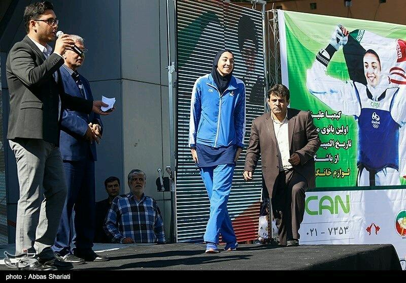 خواستگارى از کيميا عليزاده در مراسم استقبال!