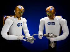 ناسا و جنرال موتور برای ساخت نسل جدیدی از ربات ها به یکدیگر پیوسته اند . این ربات که R2 نام دارد به گونه ای طراحی شده تا قادر قادر به استفاده از انواع ابزارها دوش به دوش انسان ها می باشد