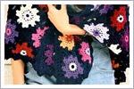 شال قلاب بافی مشکی با گل های رنگی