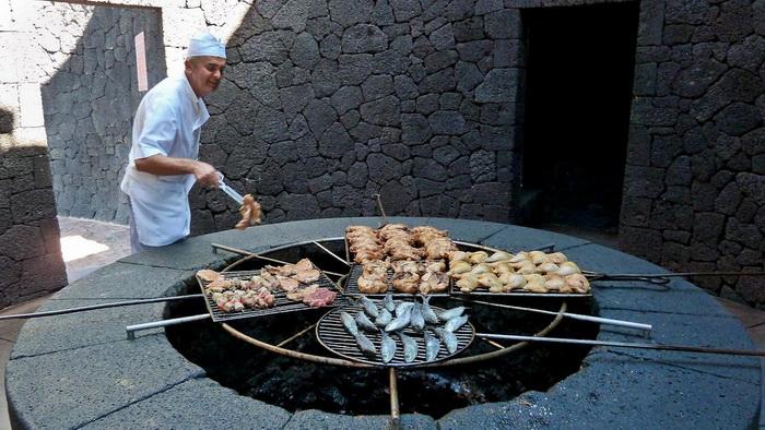 این رستوران با حرارت آتشفشان غذا میپزد!